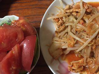 豚キムチとトマトサラダ